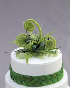 Striking flax cake topper in shades of green with koru's and fern.Suitable of a 6 inch or 8 inch cake.Woven flax band not included. Polynesian Wedding, Samoan Wedding, Wedding Cake Toppers, Wedding Cakes, Woodland Theme Cake, Flower Cake Design, Fern Wedding, Garden Wedding, Kiwi Cake