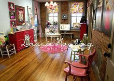 "@Beth J Obermeyer : I saw this photo studio and instantly thought of you Beth!! Something about this is just so ""you!"" : ) --Beba { Photo by LaurieNowling on Flickr }"
