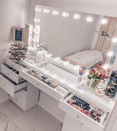 Beauty Room Decor, Makeup Room Decor, Decor Room, Bedroom Decor Glam, Makeup Studio Decor, Girl Bedroom Designs, Room Ideas Bedroom, Bedroom Décor, Dressing Room Design