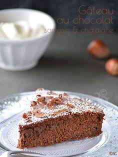 Un gâteau au chocolat aux saveurs riches et plutôt rustiques, associant farine de châtaigne, farine de sarrasin et poudre de noisettes.