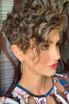 Short Curly Pixie, Pixie Haircut For Thick Hair, Cool Short Hairstyles, Haircuts For Curly Hair, Short Straight Hair, Short Pixie Haircuts, Curly Hair Tips, Short Hair Cuts, Curly Hair Styles