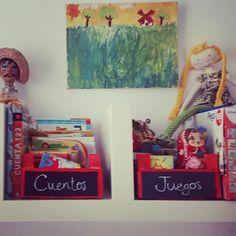 Cajas de fresas para almacenar cuentos y juegos