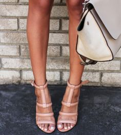 nude sandals//