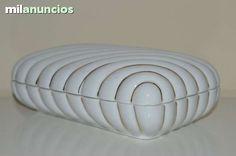 . Se hacen envios. caja de porcelana herranaiz made in spain. 20x12x7.  20 cm de largo. 12 cm de ancho. 7 cm de alto.  en perfecto estado.