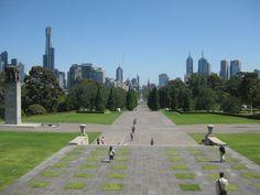 AUSTRALIE - Melbourne - vue à partir du mémorial aux anciens combattants Melbourne, Sidewalk, Military Veterans, Australia, Travel, World, Walkway, Walkways