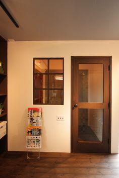 ダークカラーをベースにした居心地のいいFLAT HOUSE