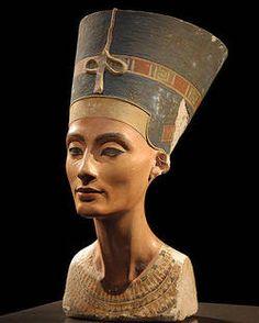 Büste der Königin Nofretete, die im Ägpytischen Museum in Berlin steh