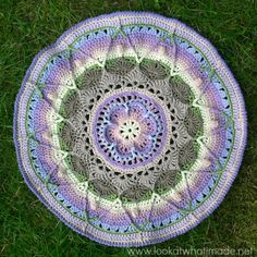 This mandala pattern is the written-only version of Sophie's Mandala {Large}. Links supplied to relevant tutorials.