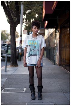 Cut t-shirt - in XXL and slit on both sides.