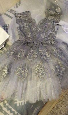 Lavard Silver beautiful Prom Dress   Rozmiar 36 / 8 / S za 300.00 zł. http://www.vinted.pl/damska-odziez/sukienki-wieczorowe/16249204-lavard-sukienka-na-studniowke-sylwestra-karnawal.