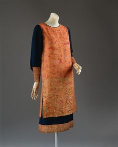 Dress Callot Soeurs (French, active Date: ca. 1924 Culture: French Medium: wool, silk, metallic thread Dimensions: Length at CB: 41 in. cm) Credit Line: Gift of Julia B. Henry, 1978 Accession Number: b This artwork is not on display 20s Fashion, Art Deco Fashion, Fashion History, Vintage Fashion, Fashion Design, Style Année 20, Vintage Dresses, Vintage Outfits, Vintage Clothing