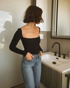 The definite weekly guide to summer outfits. Look no further and get inspired with casual outfits you can wear everyday. Look Fashion, Fashion Beauty, Womens Fashion, Fashion Tips, Fashion Trends, Feminine Fashion, Ladies Fashion, French Fashion, Feminine Style