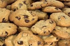 Chocolate chip cookies are an all-time family favorite and a perfect quick treat for anyone with a sweet tooth. This homemade cookie recipe is sugar-free, gluten-free and keto-friendly. This recipe makes freshly baked cookies with a chewy Weight Watcher Desserts, Weight Watcher Cookies, Plats Weight Watchers, Weight Watchers Meals, Weight Watcher Chocolate Chip Cookie Recipe, Chocolate Chip Cookies Rezept, Chocolate Sin Gluten, Delicious Chocolate, Chocolate Chips