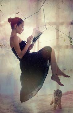 María Candelaria Rivera- Reading, floating