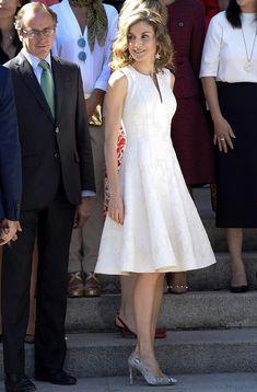 Juan Vidal, Cortana, Carolina Herrera... Nuevos diseñadores entran en el armario de la Reina - Foto 2
