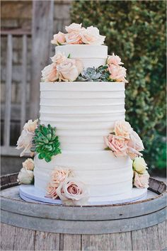 rose and succulent topped wedding cake @weddingchicks