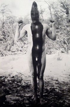 The Selk'nam also known as the Onawo or Ona, used to live in Patagonia. Most photos by anthropologist Martin Gusinde around Link to the Wiki ! Chile, Strange Photos, People Of The World, World Cultures, Tribal Art, Body Painting, Old Photos, South America, Pagan