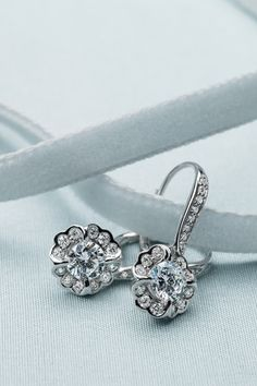 New Bridal Jewelry from Wedding Dress Designer Monique Lhuillier. We love these destination-inspired sparklers! Wedding Dress Accessories, Jewelry Accessories, Fashion Rings, Fashion Jewelry, Blue Nile Jewelry, Monique Lhuillier Bridal, Vintage Ball Gowns, Bling Wedding, Quality Diamonds