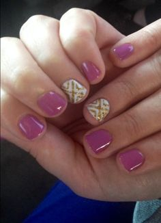 Spring shellac nails with gold design and try your middle finger as your accent nail! It's spring switch up! Ummelina