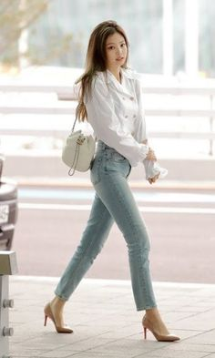 my name is jennie and this is my first story hope you enjoy Sow jennie from blackpink got a contract from big hit to be the member of bts and she accepts then drama starts between her and blackpink Blackpink Outfits, Korean Outfits, Casual Outfits, Fashion Outfits, Blackpink Airport Fashion, Airport Style, Blackpink Fashion, Asian Fashion, Womens Fashion