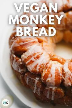 This sweet and fluffy Vegan Monkey Bread has everything you love from classic cinnamon rolls: a brown sugar coating, sweet vanilla glaze, and soft and fluffy dough. It's a to-die-for treat you can serve for dessert or breakfast, and for a crowd or your family! Vegan Brunch Recipes, Vegan Baking Recipes, Cooking Recipes, Vegan Sweets, Vegan Desserts, Vegan Junk Food, Food Substitutions, Monkey Bread, Sweet Breakfast