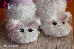 Adorable woodland Baby bunny slippers made with faux fur, cotton lining, and a non-slip sole. these will be super cute for Easter, a photo session, or just because. these sweet bunny boots have sewn on details and a zipper for a closure. A made to order item  Place childs foot on a piece of paper making sure it is flat. Draw a line at longest toe and heel. measure it and add 0.5 to that measurement for wiggle room.