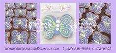 Recuerdos comestibles: galletas de mantequilla decoradas con royal icing en forma de mariposa y en empaque personalizado.