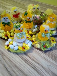 Easter Projects, Easter Crafts For Kids, Christmas Diy, Christmas Decorations, Survival Blanket, Easter Wreaths, Spring Crafts, Holidays And Events, Easter Eggs
