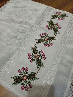 Crochet Border Patterns, Cross Stitch Patterns, Cross Stitch Art, Straight Stitch, Crochet Carpet, Needlepoint, Manualidades, Cross Stitch, Counted Cross Stitch Patterns