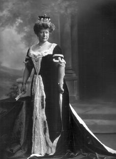 Mary Dawson, 25th Baroness de Ros, wearing a belle epoque diamond tiara as well as her coronet in 1911.