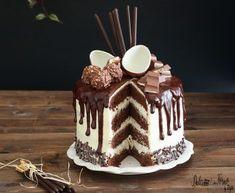 Drip cake tutorial italiano e video ricetta - Ganache Drip cake al cioccolato Cupcakes, Cupcake Cakes, Cake Icing, Bueno Cake, Drip Cake Tutorial, Nake Cake, Molly Cake, Drop Cake, Chocolate Drip Cake