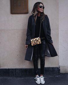 30.7K vind-ik-leuks, 305 reacties - JULIE SARIÑANA (@sincerelyjules) op Instagram: 'Off-duty ✌#paris'