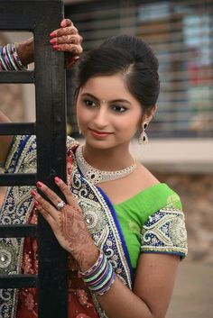 Indian sari #wedding #sari Yash Raj Films, Indian Beauty, Indian Fashion, Beauty Women, Hair Beauty, Photoshoot, Actresses, Bride, Celebrities