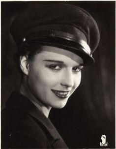 LOUISE BROOKS (Z) without her too short pageboy hairstyle (see other pins for more info)