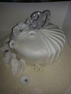 30th Wedding Anniversary Cake_Pearl Wedding