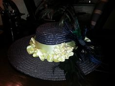 """De hoed voor bij de """"1890""""jurk."""