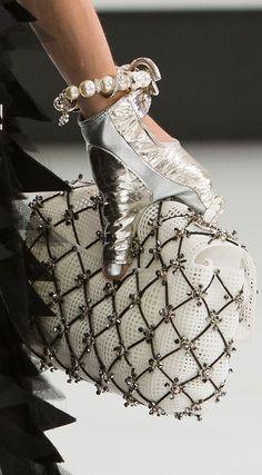Chanel handbag / clutch from spring 2016 fashion collection Chanel Fashion, Fashion Bags, Womens Fashion, Luxury Fashion, Fashion Purses, Paris Fashion, Chanel Spring 2016, Fendi, Moda Chanel