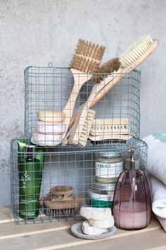 Diy basket from metal mesh / wire basket