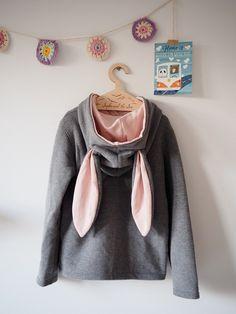 #Kindermode: Grauer #Pullover mit langen #Hasenohren. Ein witziger #Kinderpullover mit #Kapuze und Vordertasche / kids' #clothing: grey #hoodie with #rabbit ears. Funny kids' #sweater made by Lady-Stump via DaWanda.com