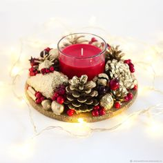 Here are 16 awesome ideas for diy Christmas decorations. Christmas Arts And Crafts, Christmas Design, Christmas Wreaths, Christmas Crafts, Xmas Table Decorations, Decoration Table, Christmas Decorations To Make, Diy Centerpieces, Christmas Centerpieces