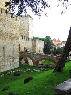 Lisbon, Portugal Castillo/A (DRY) MOAT?