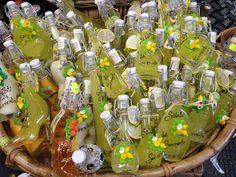Cores do limoncello em Sorrento, Itália
