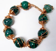 FREE Caged Bead Bracelet Tutorial. This is one of my favorite tutorials b/c once you master it there are so many other designs to come up with.