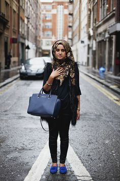 London, England is never short on fashionistas, even when it's rainy on and off like the day we captured this photo. London, EnglandBy: Langston Hues #modeststreetfashion #modestfashion
