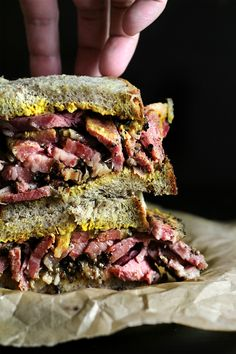 Faux smoked meat pastrami on rye Antipasto, Meat Recipes, Cooking Recipes, Venison Recipes, Cooking 101, Sausage Recipes, Yummy Recipes, Homemade Pastrami, Pastrami Sandwich