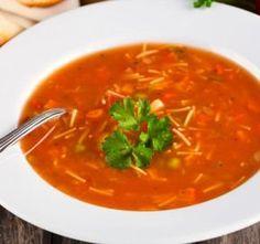Italská polévka minestrone je v italské kuchyni jedno z nejoblíbenějších jídel. Minestrone v podstatě znamená Tortellini, Bon Appetit, Food Art, Thai Red Curry, A Table, Good Food, Healthy Recipes, Treats, Cooking