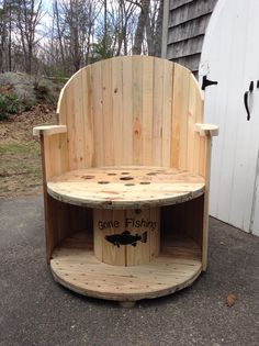 1000 images about yard on pinterest wire wheels coffee for Outdoor tables made out of wooden wire spools