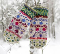 Ravelry: Hønsestrikkvotter pattern by Cecilie Kaurin and Linn Bryhn Jacobsen Fingerless Mittens, Knit Mittens, Mitten Gloves, Christmas Scenes, Christmas Mood, Minecraft Pixel Art, Wrist Warmers, Fair Isle Knitting, Knitting Stitches