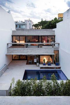 Duas casas no mesmo terreno, uma mais linda que a outra! São assim as casas Conesa, que ficam em Buenos Aires. O projeto está em um terreno de 600m² e poss