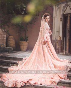 6 Beautiful Wedding Dress Trends in 2020 Pakistani Bridal Makeup, Pakistani Fashion Party Wear, Bridal Mehndi Dresses, Bridal Skirts, Pakistani Wedding Outfits, Bridal Dress Design, Wedding Dress Trends, Bridal Fashion Week, Bridal Outfits